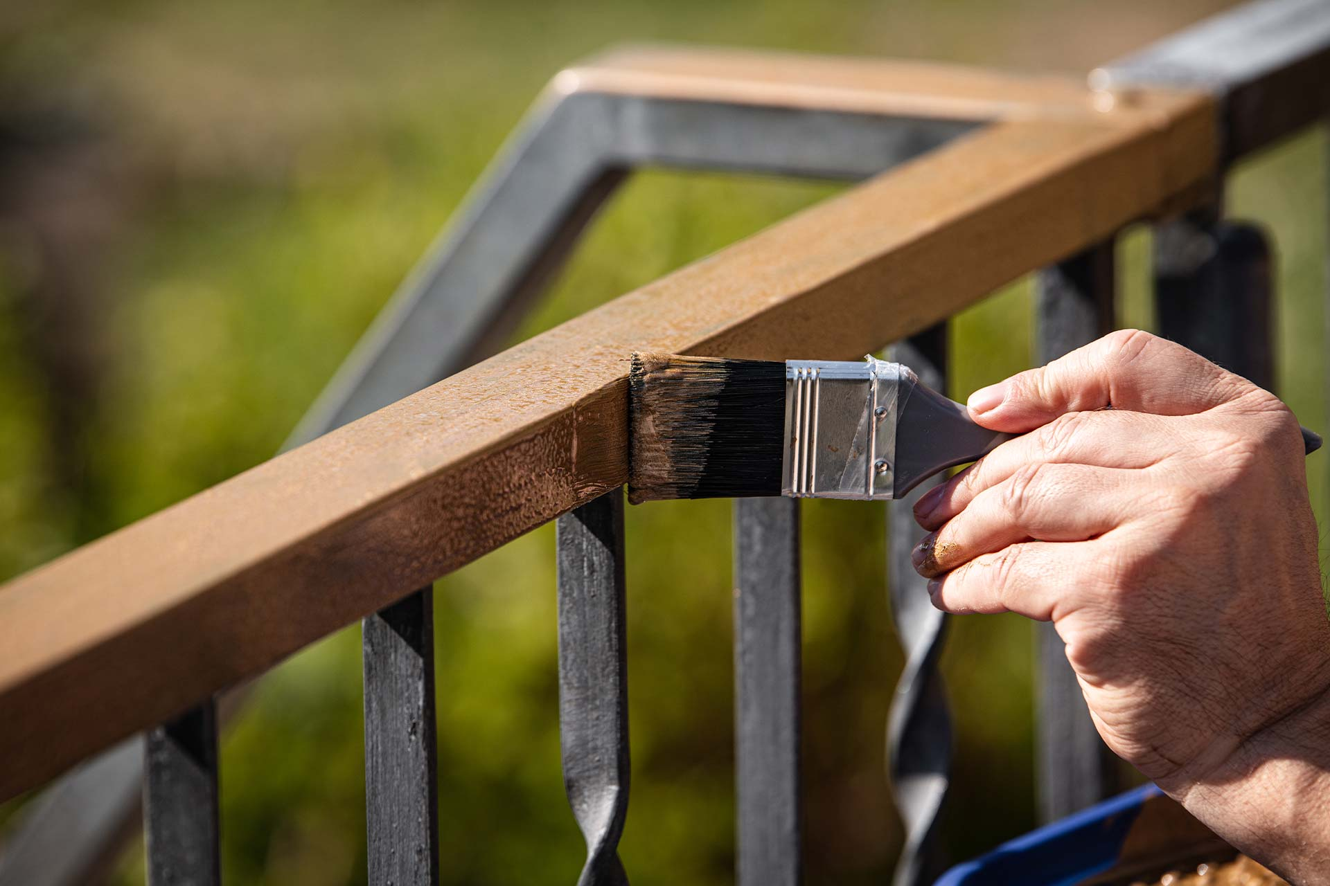 Apply Fence Coating And Protect Your Fence Against Rust